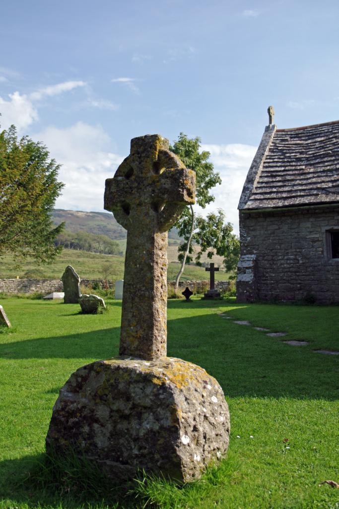 Tyneham - Grabstein vor Kirche