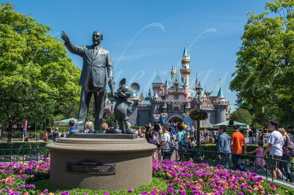 Disneyland - Disneystatue